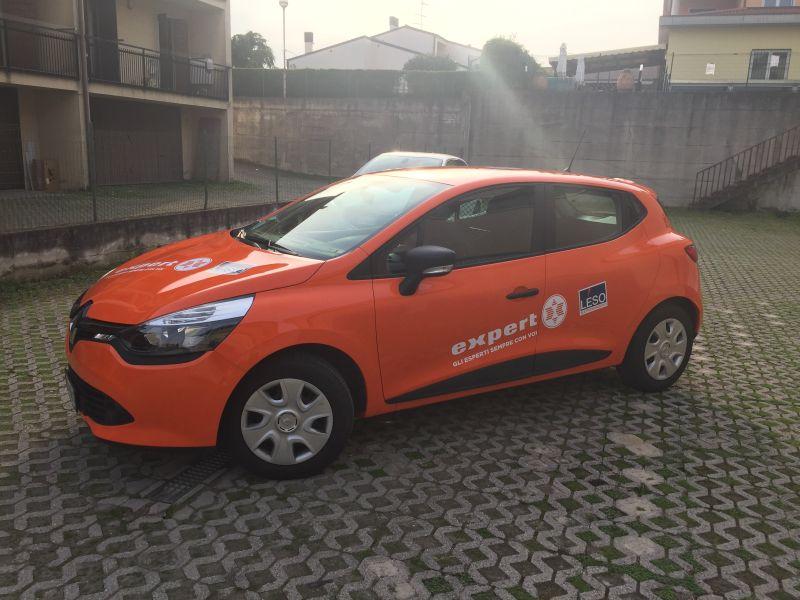 renault clio arancione