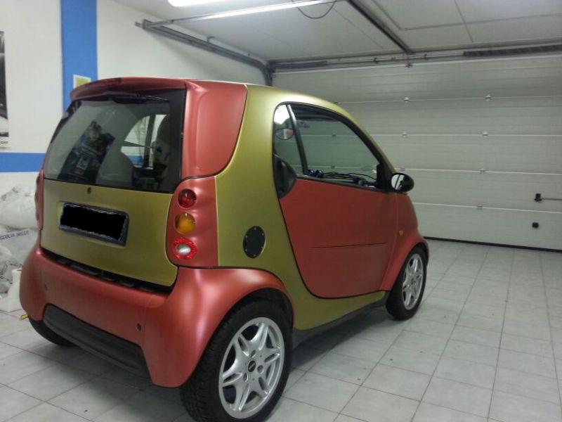 smart customizzata con pellicola oro e rossa